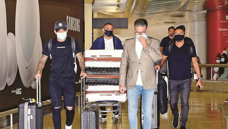 Cebolinha chegou ao aeroporto de Lisboa ontem ao início da manha carregado de bagagem. Mas em silêncio