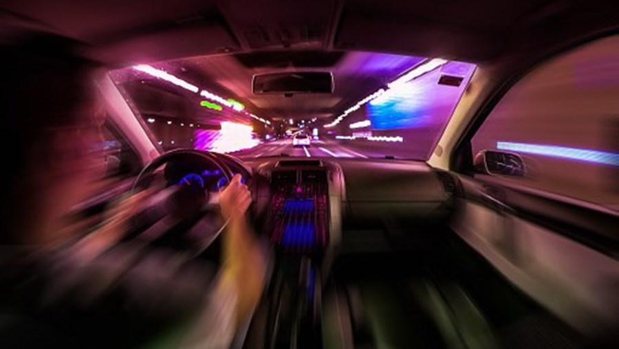 Carro, carro excesso velocidade, excesso velocidade, velocidade, perigo, estrada