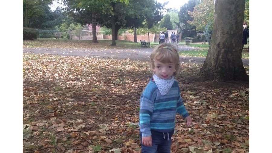 Ryan Henry-Macklyn, criança de quatro anos portadora de doença genética rara