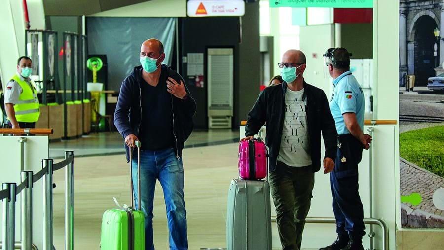 Turistas britânicos poderão viajar para Portugal sem terem de cumprir quarentena no regresso ao Reino Unido