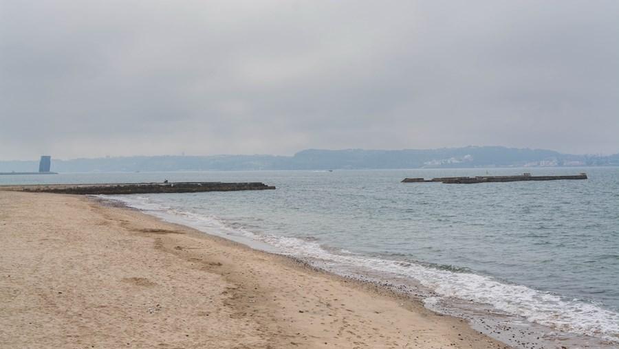 Praia da Cruz Quebrada, em Oeiras