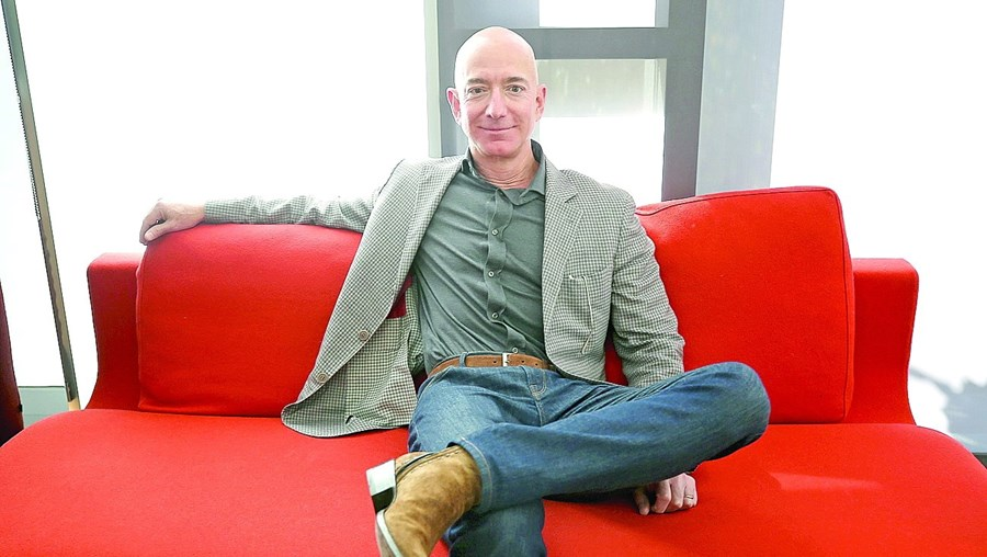 Jeff Bezos é CEO da Amazon, a segunda empresa mais valiosa do Mundo
