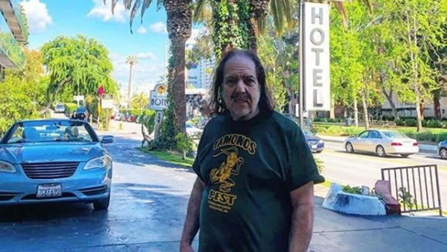 Ator pornográfico acusado de abusar sexualmente de uma adolescente e de outras 12 mulheres