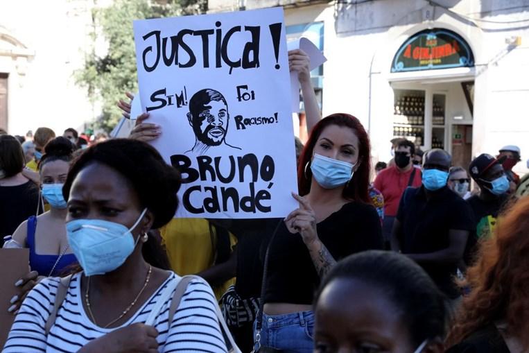 Homenagem a Bruno Candé recorda último episódio de um problema de 'há muitos séculos'