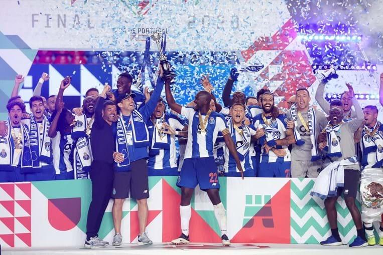 FC Porto com dez jogadores bateu o Benfica na final da Taça de Portugal