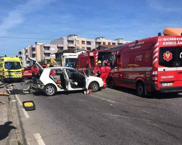 Acidente com ambulância faz um morto e cinco feridos em Famalicão