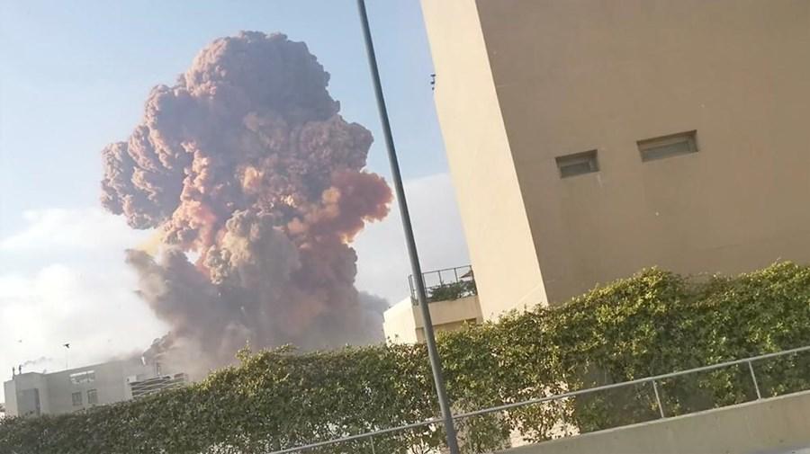 Duas violentas explosões abalam Beirute