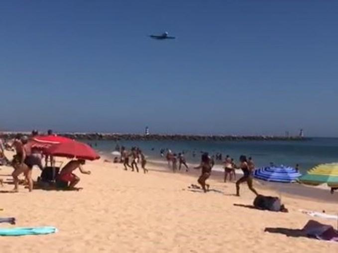 Avião A380 da Hi Fly sobrevoa litoral algarvio