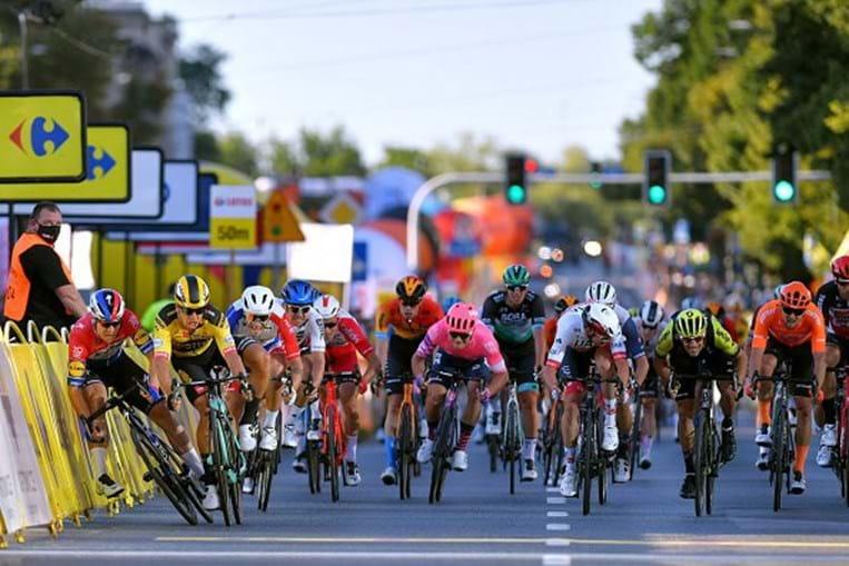 Ciclista holandês Fabio Jakobsen fica em coma induzido após acidente na Volta à Polónia