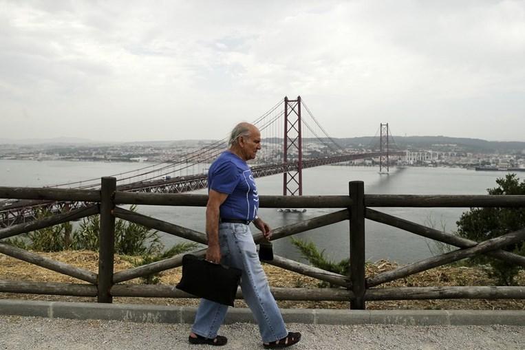António Rosa Lopes, foi um dos pintores responsáveis pela pintura da ponte