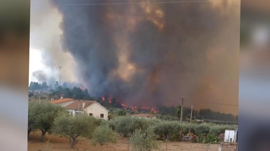 Incêndio em Torre de Dona Chama, distrito de Mirandela