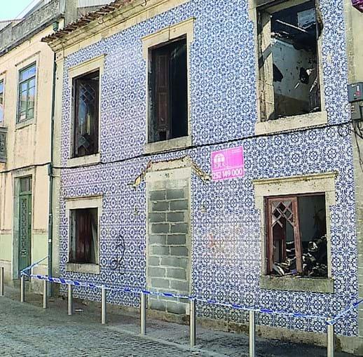 Casa foi destruída pelo fogo