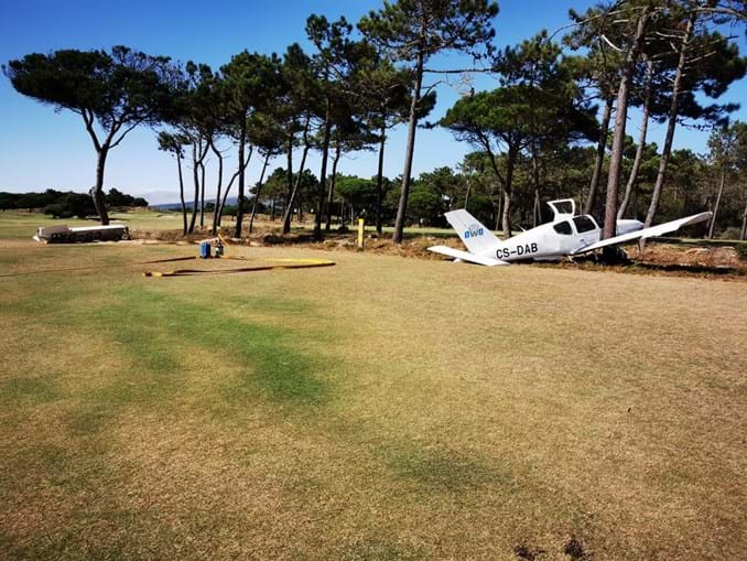 Aeronave aterrou de emergência no campo de golfe dos Oitavos