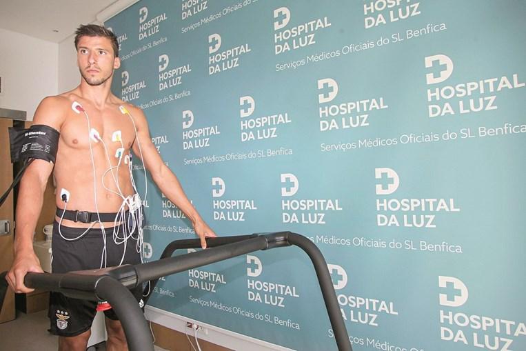 Rúben Dias a realizar os habituais testes médicos no arranque da nova época