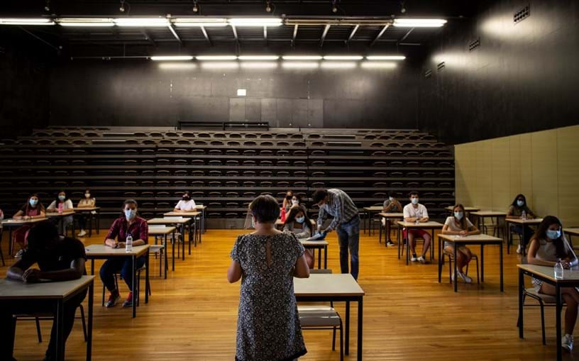 Governo muda regras dos concursos dos professores com decisão judicial