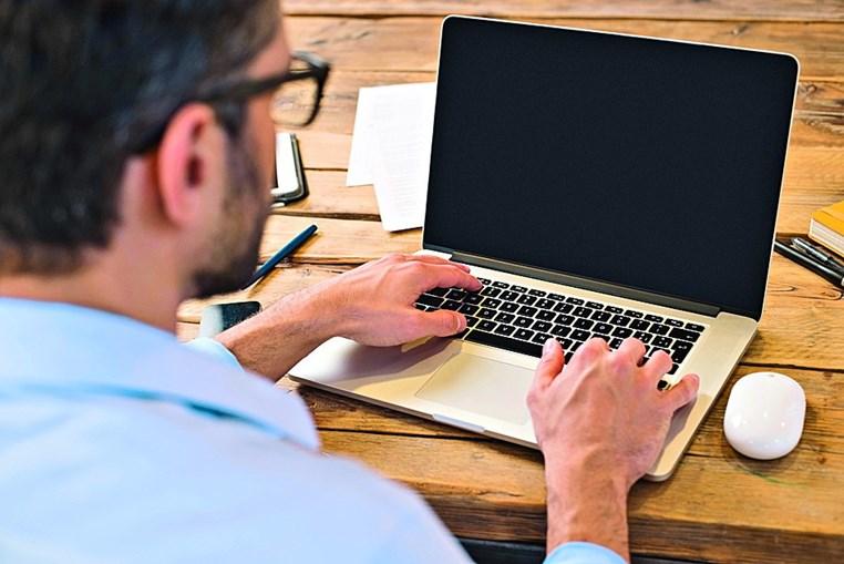 Homens e casais são quem mais procura ter sexo online