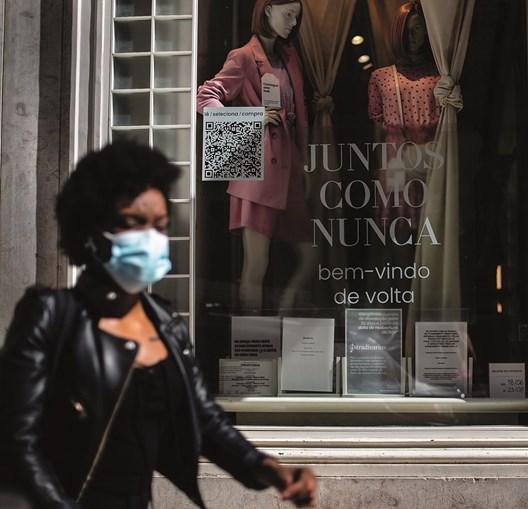 Vendas nas lojas de rua e centros comerciais continuam a cair apesar de o desconfinamento prosseguir