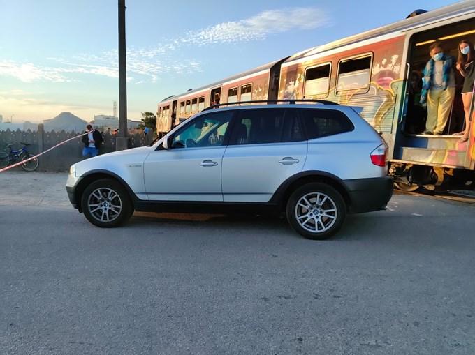 Carro colhido por comboio em Espinho. Acidente fez um ferido