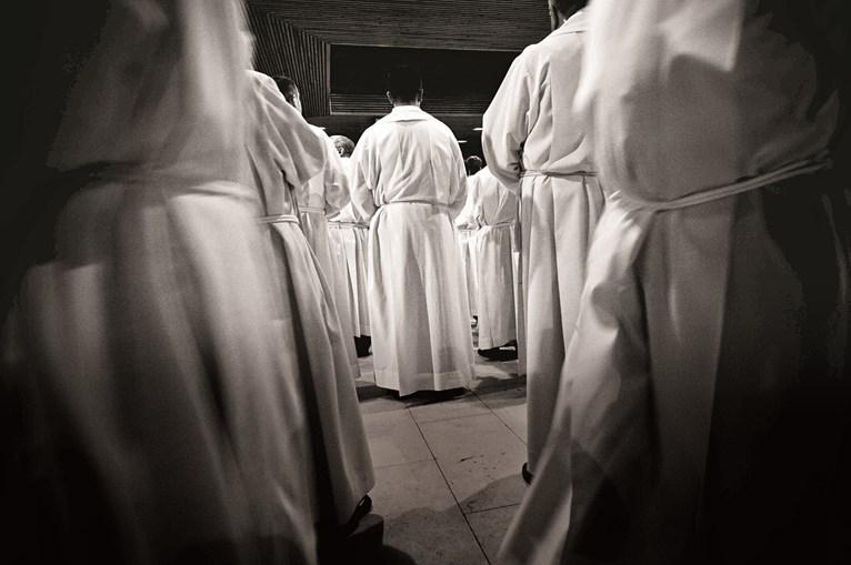 Os sacerdotes estiveram todos juntos numa mesma sala várias horas