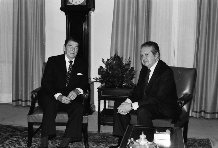 Ronald Reagan e o então primeiro-ministro Mário Soares em São Bento