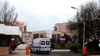 Doente internado no Hospital Amadora-Sintra arranca o próprio testículo e tenta agredir enfermeira