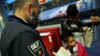 Homem preso no Aeroporto de Lisboa a traficar menina comprada na Guiné
