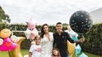 Mulher de Uribe radiante com novo bebé