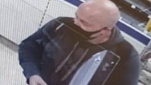 Pedófilo que simulou a morte para fugir a julgamento apanhado a tomar pequeno-almoço em supermercado