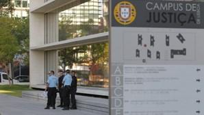 Forte operação de segurança à entrada de julgamento de Rui Pinto. Veja as imagens