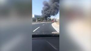 Mais de 20 pessoas fogem de autocarro a arder em Oeiras