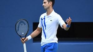 Djokovic desqualificado após lance que correu mal ao atingir juiz de linha no US Open