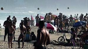 Milhões ignoram a pandemia nas praias brasileiras