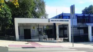 Escola denuncia desvio de 400 mil euros de salários