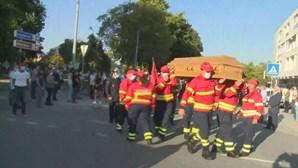 Dor e consternação no último adeus ao bombeiro morto no fogo em Oliveira de Frades
