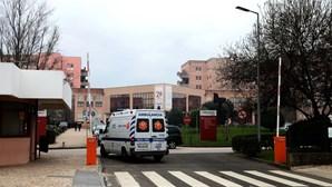 Doente internado no Hospital Amadora-Sintra arranca o próprio testículo