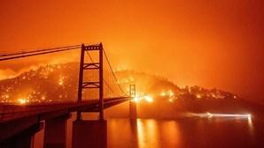 Imagens arrepiantes mostram impacto dos incêndios nos céus de São Francisco nos EUA
