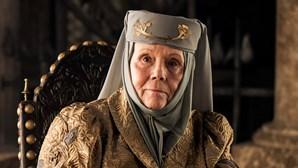"""Diana Rigg, estrela de """"A Guerra dos Tronos"""", morreu aos 82 anos"""