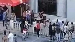 Grupo invade café em Alenquer para ajuste de contas e coloca-se em fuga. Veja as imagens