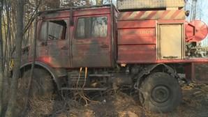 Cinco bombeiros feridos e uma viatura destruída no incêndio de Proença-a-Nova