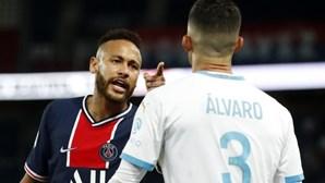 Neymar acusa adversário de racismo e diz não estar arrependido de agressão