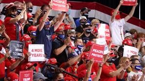 Trump realiza comício em recinto fechado e viola regras sanitárias impostas pelas autoridades