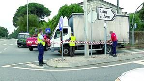 Homem cai de bicicleta e morre esmagado por carrinha em Guimarães