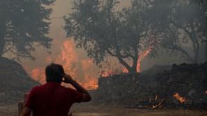 Fogo entra nas aldeias de Castelo Branco e deixa povo em pânico