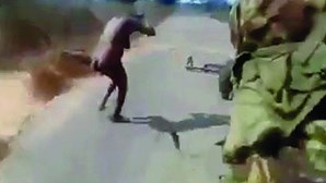 Governo moçambicano nega que pessoas que aparecem em vídeo de violência sejam das Forças Armadas