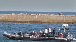Mulheres migrantes que desembarcaram em Faro separadas dos homens