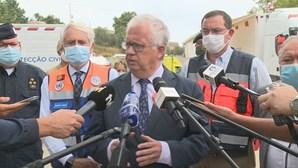 Doze bombeiros feridos e três concelhos afetados pelo incêndio de Proença-a-Nova, afirma Eduardo Cabrita