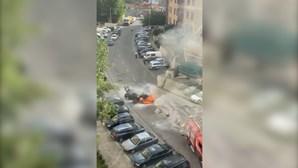 Incêndio destrói carro no Porto