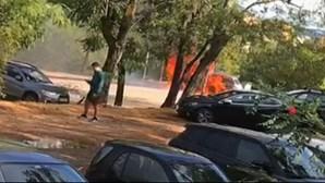Carro consumido pelas chamas fica destruído no Jamor. Veja as imagens