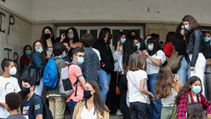 Infeções por Covid-19 disparam e obrigam António Costa a convocar reunião de urgência