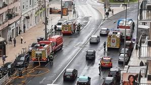 Incêndio num posto de transformação corta túnel da Avenida João XXI em Lisboa